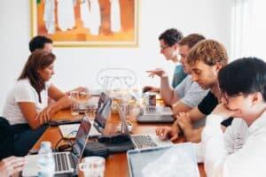 Image de l'équipe technique au travail